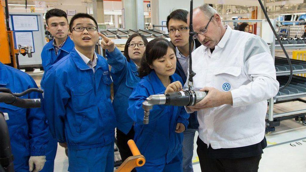 VW Bantah Ada Kerja Paksa Warga Uighur di Pabrik Xinjiang
