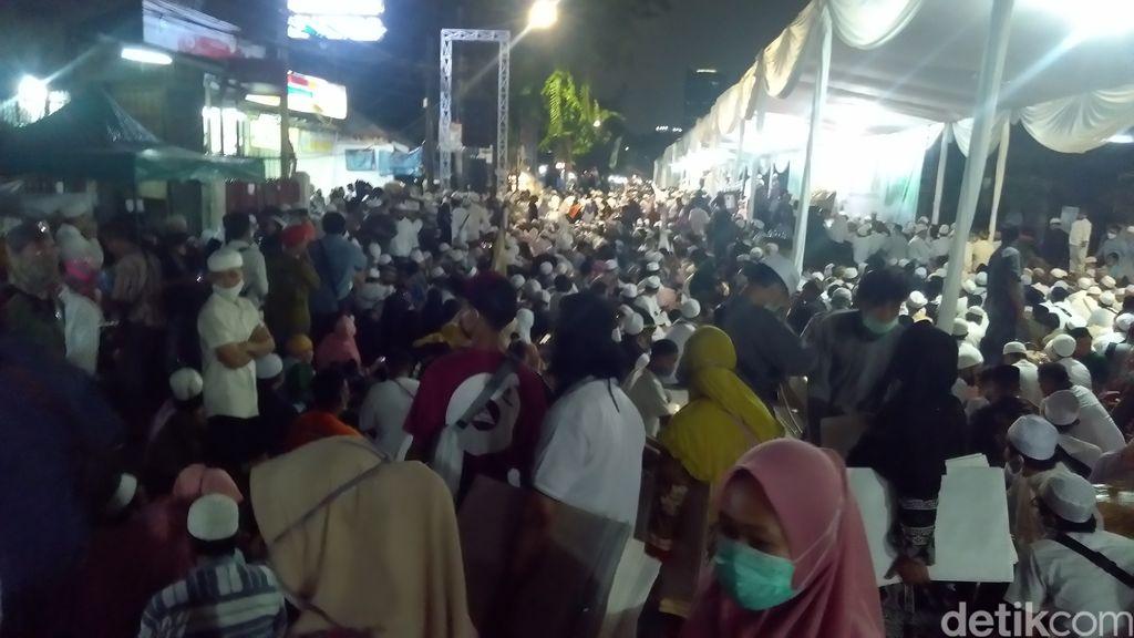 Suasana Maulid Nabi di kediaman Habib Rizieq di Petamburan