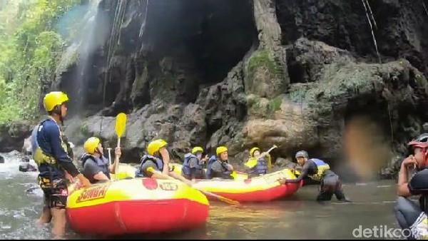 Sesaat berhenti sejenak untuk menikmati pemandangan indah di setiap tebing-tebing sungai, salah satu tebing yang sangat cantik adalah Tebing Tiara Bidadari (M Rofiq/detikTravel)