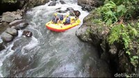 Wisata rafting di Sungai Pekalen, kaki Gunung Argopuro, Kabupaten Probolinggo (M Rofiq/detikTravel)
