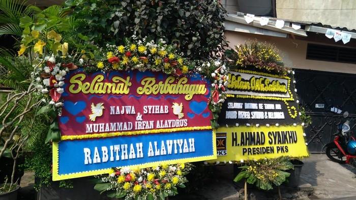 Tenda terpasang di Jl KS Tubun menjelang nikahan putri Habib Rizieq dan peringatan Maulid Nabi SAW.