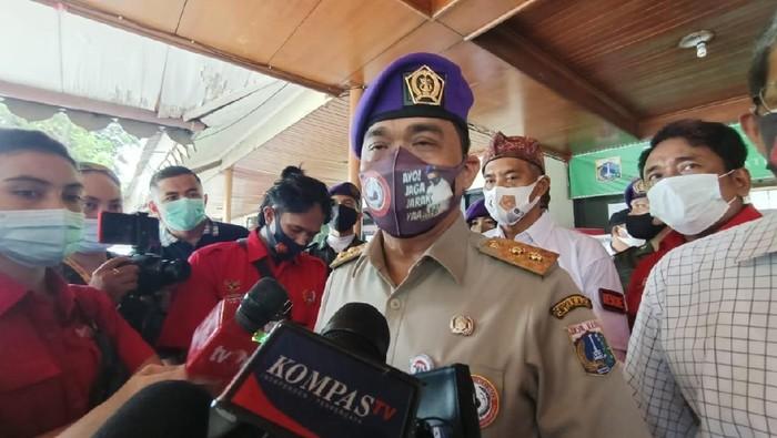 Wakil Gubernur Ahmad Riza Patria saat hadir dalam acara donor darah di Mampang Prapatan, Jakarta Selatan.