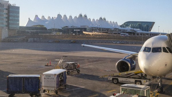 Bandara Internasional Denver menempati urutan ke tujuh di tahun 2020. Sebelumnya bandara ini berada di posisi 16. (Getty Images/Aaron Hawkins)