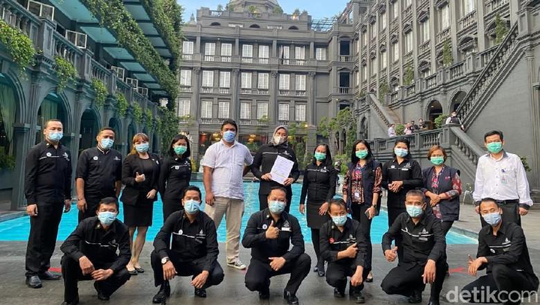 G.H Universal Hotel di Bandung dinyatakan lolos uji kebersihan dan kelayakan di masa pandemi. Hotel ini telah menerapkan CHSE dan mendapatkan sertifikat dari Kemenparekraf.