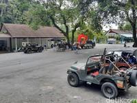 Kata Ketua Asosiasi Jip Wisata Lereng Merapi (AJWLM) sisi barat, Dardiri, menjelaskan sejak pandemi Corona jumlah wisatawan sudah berkurang