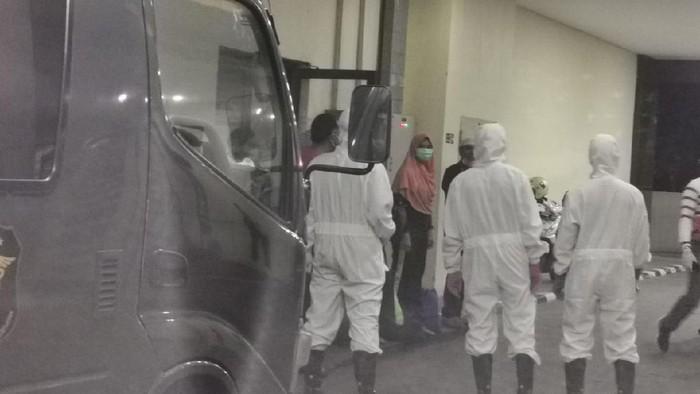Jumhur dan Gus Nur serta 5 orang tahanan Bareskrim Polri dibantarkan ke RS Polri