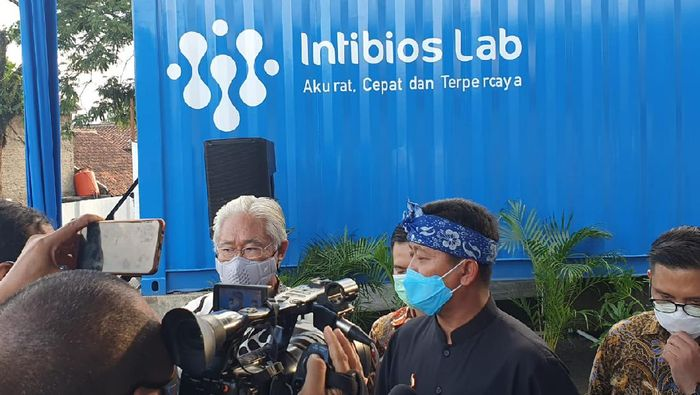 Pengujian terhadap proporsi penduduk sesuai rekomendasi Badan Kesehatan Dunia (WHO) sangat penting untuk memutus mata rantai COVID-19 di Jawa Barat. Ini salah satu usahanya.