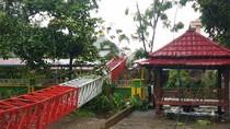 Hujan Deras-Angin Kencang Landa Gowa Sulsel, Menara Radio UIN Makassar Roboh