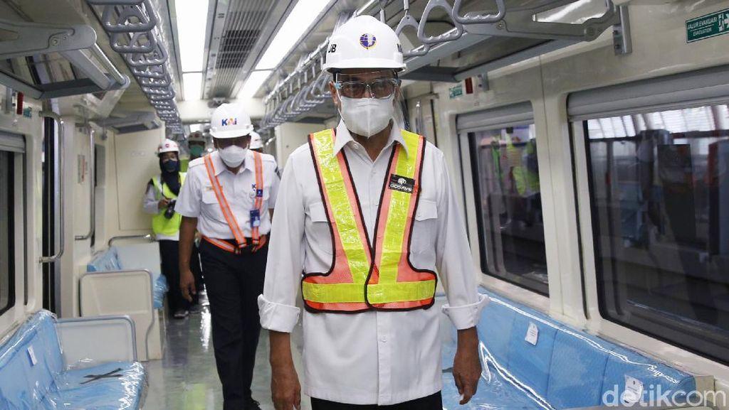Momen Budi Karya Jajal LRT Jabodebek
