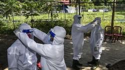 EcoNusa Foundation mengadakan simulasi penanganan pasien terpapar virus Corona di Pulau Hatta, Banda, Maluku. Simulasi ini bertujuan mengedukasi warga.