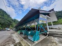 Pantauan detikcom di destinasi wisata Tlaga Putri, Kaliurang, Pakem, Sleman, Minggu (15/11/2020), pukul 12.45 WIB, suasana Tlaga Putri sangat lengang.