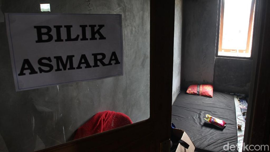 Barak Pengungsi Deyangan Sediakan Fasilitas Bilik Asmara