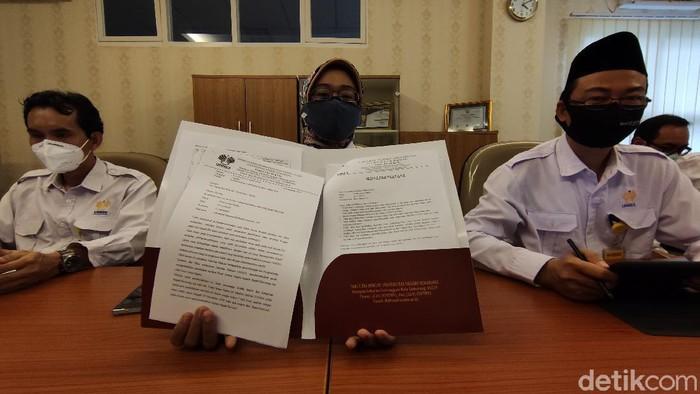 Dekan Fakultas Hukum Unnes, Rodiyah, mengeluarkan surat pemberitahuan pengembalian pembinaan moral karakter mahasiswa bernama Frans Josua Napitu kepada orang tuanya, Senin (16/11/2020).