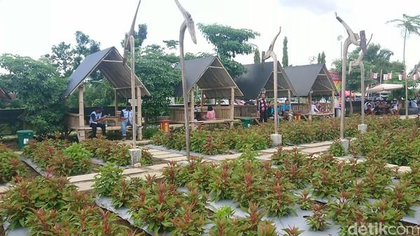 Nangkula Park dilengkapi sejumlah spot menarik, mulai dari taman bunga Celosia, balon udara, keris raksasa hingga wisata kuliner.