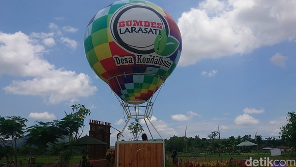 Wisata yang dikelola pemerintah Kendalbulur, Kecamatan Boyolangu ini pun mampu meraup omset hingga Rp 1,5 miliar selama empat bulan terakhir.