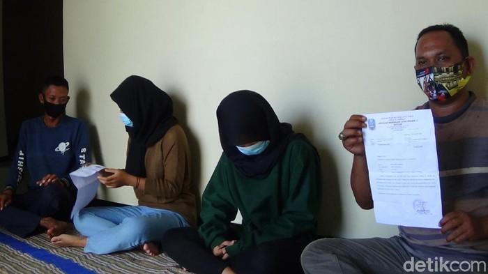 Dua siswi SMAN 1 Batuan Kabupaten Sumenep jawa timur, dikeluarkan dari sekolah