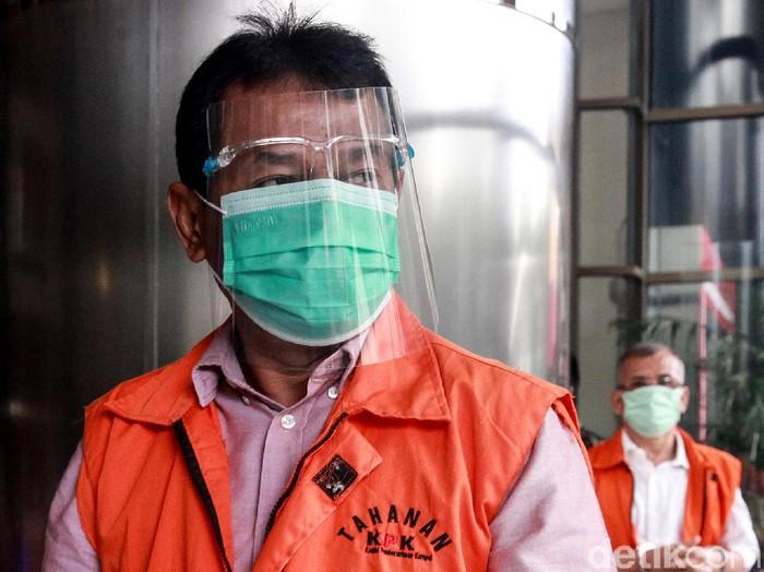 Mantan Bupati Bogor Rachmat Yasin kembali diperiksa KPK. Ia diperiksa terkait kasus pemotongan anggaran dan gratifikasi yang menjerat dirinya.