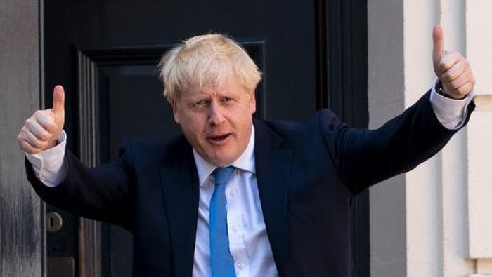 (FILES) In this file photo taken on July 23, 2019 new Conservative Party leader and incoming prime minister Boris Johnson arrives at the Conservative party headquarters in central London. - On July 23, 2019, party members choose Brexit figurehead Boris Johnson as their new leader. He becomes prime minister the next day. (Photo by Niklas HALLEN / AFP)