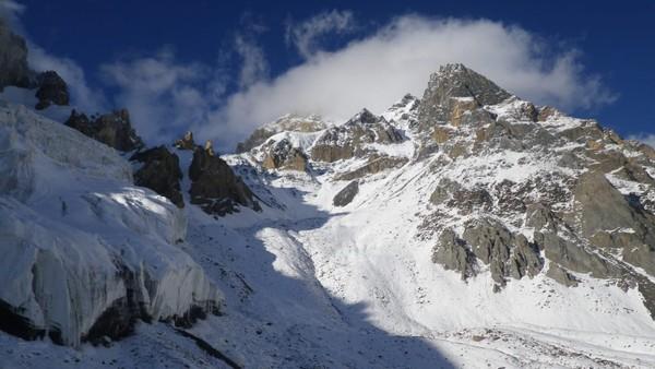Gunung ini jadi salah satu yang tertinggi di dunia. Namun, gunung ini belum pernah didaki, Muchu Chhish namanya (Foto: CNN)