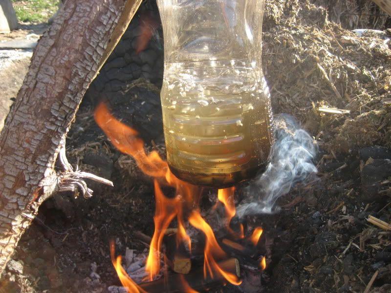 Masak Air Pakai Botol Plastik, Trik Tentara untuk Bertahan Hidup di Hutan