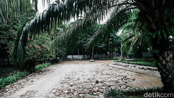 Terkait dengan biaya revitalisasi Taman Tebet, Wakil Gubernur DKI Jakarta, Ahmad Riza Patria mengatakan, revitalisasi Taman Tebet itu menggunakan dana koefisien lantai bangunan (KLB) dari swasta, bukan menggunakan ABPD. Namun, dia tidak menjelaskan secara rinci berapa anggaran untuk revitalisasi Taman Tebet.