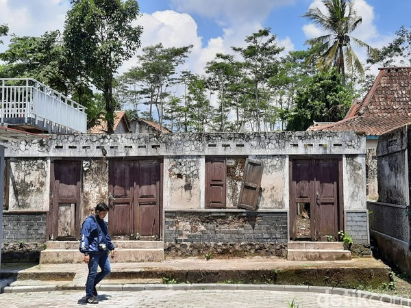 Museum ini berjarak sekitar 13-14 kilometer dari puncak Merapi. Sehingga aman untuk dikunjungi wisatawan.