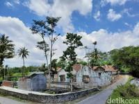 Museum ini bisa kamu lihat di Padukuhan Bakalan, Argomulyo, Cangkringan, Sleman.