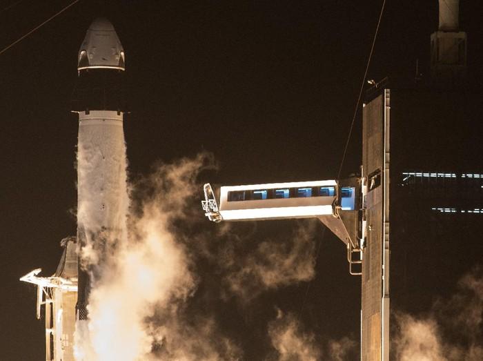 Peluncuran misi SpaceX Crew-1