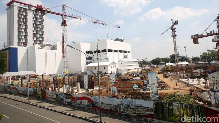 Pasar Senen Blok I dan II tengah dikebut pembangunannnya. Rencananya, proyek senilai Rp 900 miliar tersebut akan rampung pada 2022.