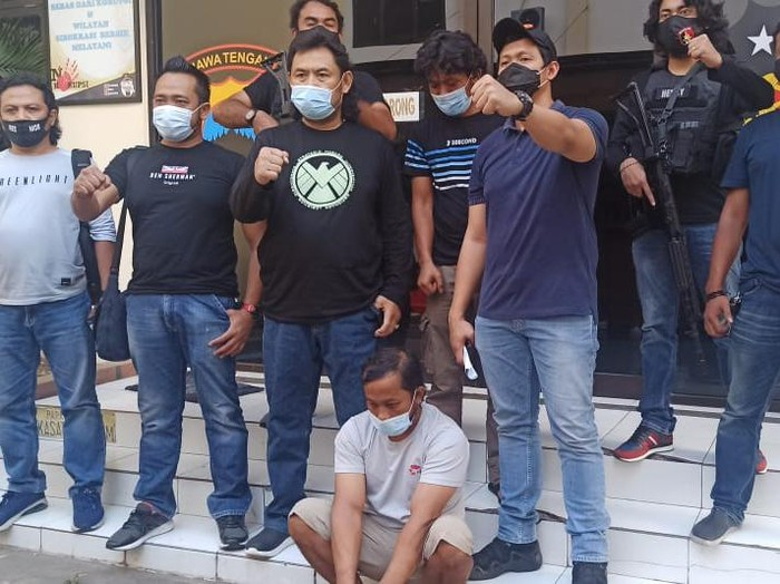 Pembunuh wanita yang mayatnya ditemukan di semak-semak Semarang ditangkap, Senin (16/11/2020).