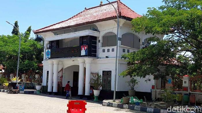Pendopo rumah dinas Bupati Brebes, Senin (16/11/2020).