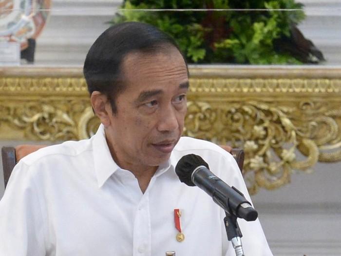 Presiden Jokowi dalam rapat penanganan COVID-19 dan pemulihan ekonomi nasional.