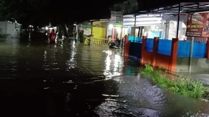 Puluhan rumah di Kecamatan Agrabinta Kabupaten Cianjur, Jawa Bara terkena banjir dan longsor