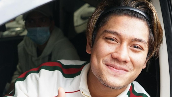 Artis Rizky Billar saat ditemui dikawasan Tendean, Jakarta, Senin, (16/10/2020). Foto: Palevi