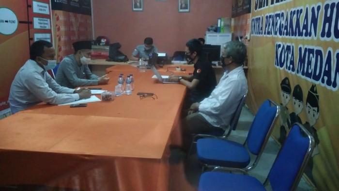 Salman Alfarisi memenuhi panggilan Bawaslu Medan (Datuk-detikcom)