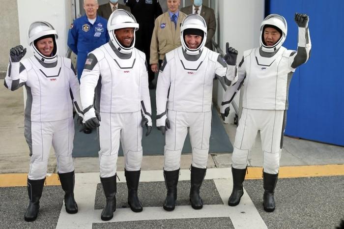 Shanon Walker, Victor Glover, Michael Hopkins, Soichi Noguchi, empat astronot SpaceX-NASA. (John Raoux/AP)