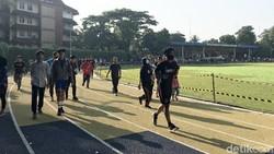 Lintasan lari di Lapangan A Yani viral karena menjadi korban aksi vandalisme. Padahal lapangan ini masih tahap renovasi oleh Pemerintah Kota Tangerang.