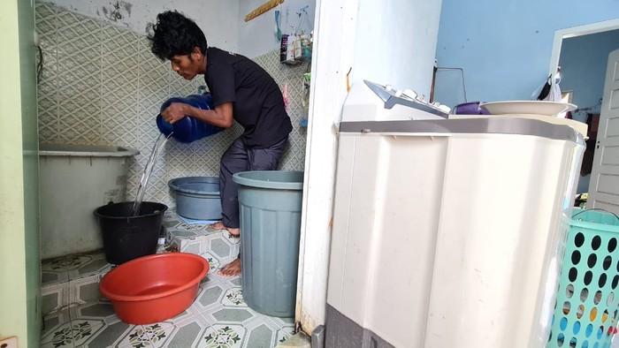Warga kesulitan air bersih karena layanan PDAM di Banda Aceh mati sepekan (dok. Istimewa)