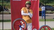 Sambil Bersepeda, Iga Massardi dan Andy /rif Ikut Pecahkan Rekor MURI