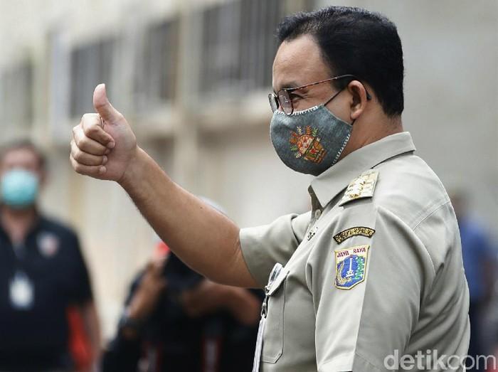 Gubernur DKI Jakarta Anies Baswedan memenuhi undangan Polda Metro Jaya untuk klarifikasi soal kerumunan di acara Habib Rizieq Shihab, Selasa (17/11/2020).