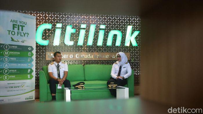 Pilot dan awak kabin Citilink beruntung. Di tengah banyaknya maskapai yang mem-PHK karyawan, mereka masih dipertahankan untuk bekerja.