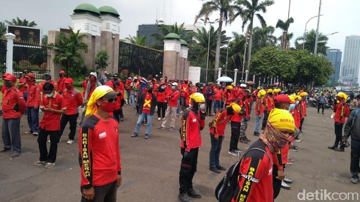 Demo buruh di DPR tolak omibus law Cipta Kerja