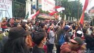 Demonstrasi di Kemdikbud, Jaga Jarak Terabaikan