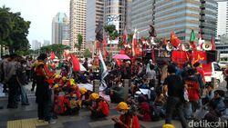 Dari DPR, Massa Buruh Demo Omnibus Law Pindah ke Kemendikbud