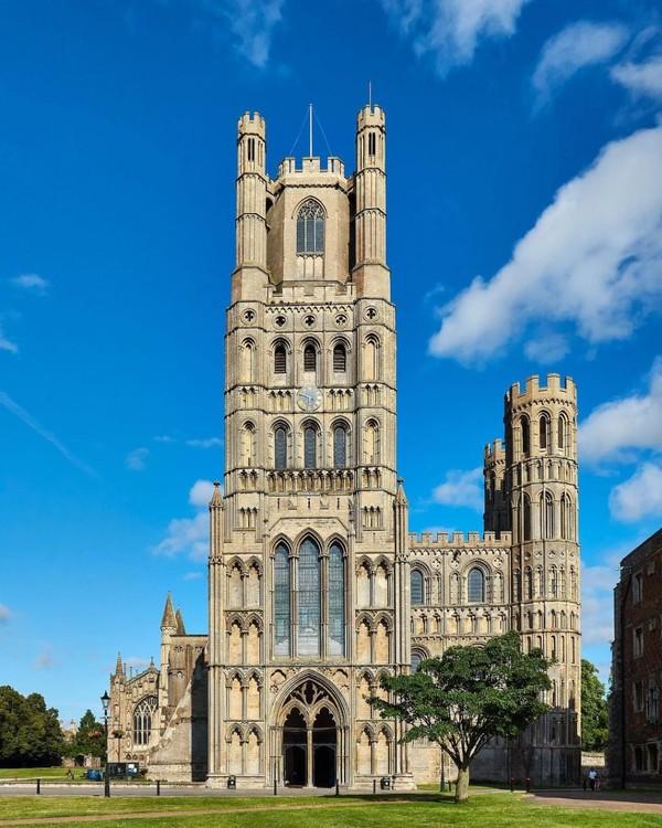 Ely Catedral juga menjadi lokasi syuting film lainnya, seperti The Other Boleyn Girl, Elizabeth: The Golden Age, dan The Kings Speech.