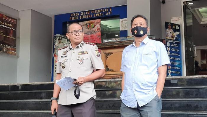 Kabid Humas Polda Metro Jaya Kombes Yusri Yunus didampingi Dirkrimum Polda Metro
