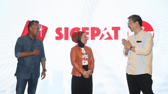 Berkolaborasi dengan PT. Sumber Alfaria Trijaya, Tbk (Alfamart) sebagai partner drop point B2B Retail SiCepat Ekspres.