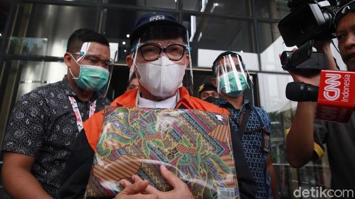 KPK menahan Wali Kota Dumai Zulkifli Adnan Singkah (ZAS) terkait kasus mafia anggaran. Ia ditetapkan sebagai tersangka oleh KPK sejak 2019 lalu, namun saat itu belum ditahan.