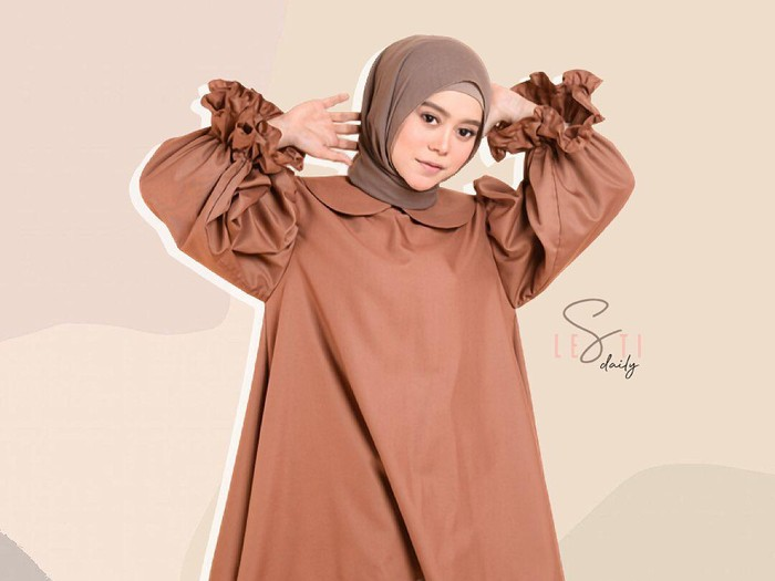 Tutorial hijab ala Lesti Kejora. Foto: Instagram @lestydaily