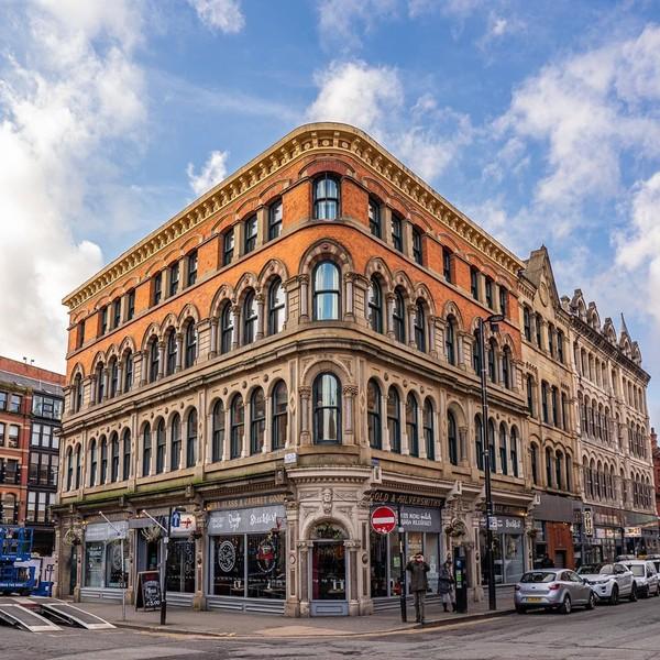 Lokasi syuting The Crown berikutnya adalah Northern Quarter, Manchester.Tempat ini biasanya menjadi tempat mempromosikan kota New York yang bernama Northern Quarter Manchester.